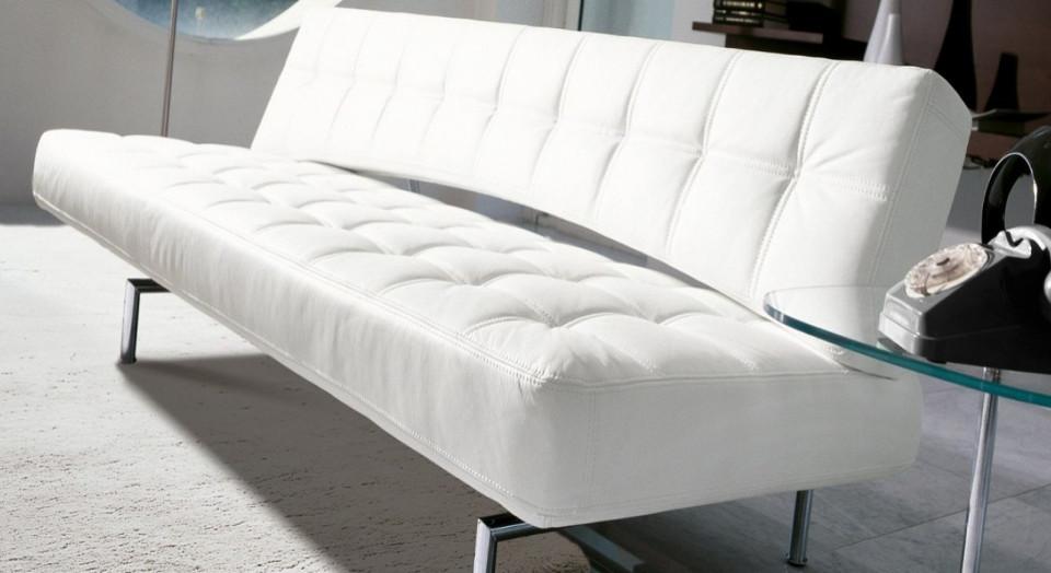 Il divano si trasforma diventa letto e poi di nuovo for Divano letto nuovo